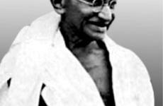 Gandhi, az erőszakmentességet valló békés ellenállás jelképe